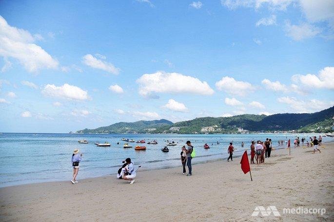 Du khách Trung Quốc quay lưng, thiên đường du lịch biển Phuket của Thái Lan khốn đốn - Hình 1