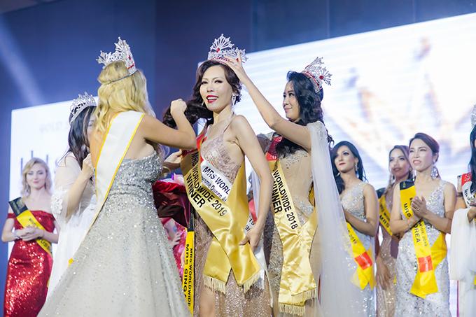 Dương Thùy Linh trao lại vương miện Mrs Worldwide - Hình 4