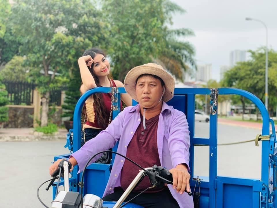 Kha Ly: Chồng gửi clip gái làng chơi đánh nhau cho tôi học hỏi kinh nghiệm đóng phim - Hình 2