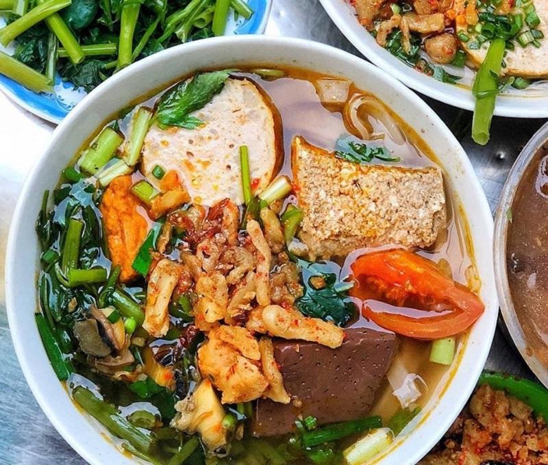 Khám phá những quán bún riêu ngon nhất Sài Gòn - Hình 2