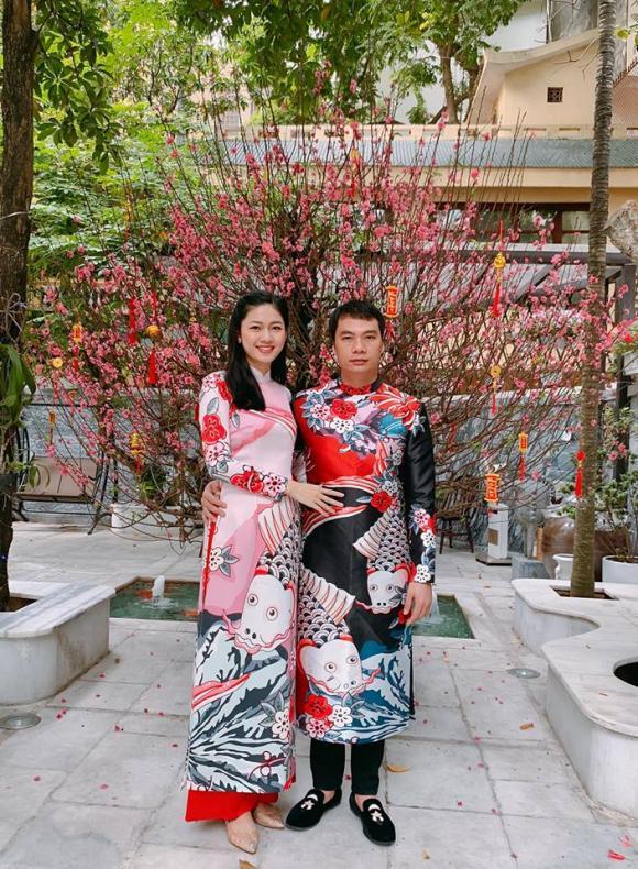 Lần đầu tiên trong đời, chồng doanh nhân tự tay cắm hoa tặng Á hậu Thanh Tú - Hình 1