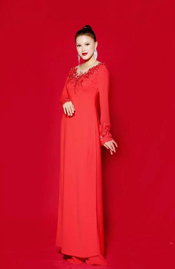 NTK áo dài Phương Hoài: Tôi muốn giữ nét truyền thống của áo dài xưa - Hình 3
