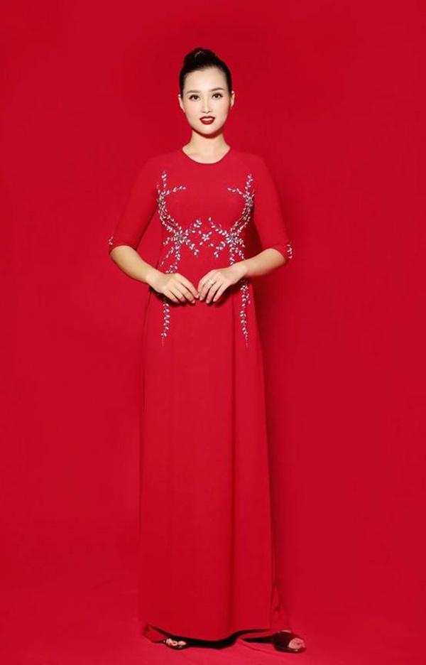 NTK áo dài Phương Hoài: Tôi muốn giữ nét truyền thống của áo dài xưa - Hình 2