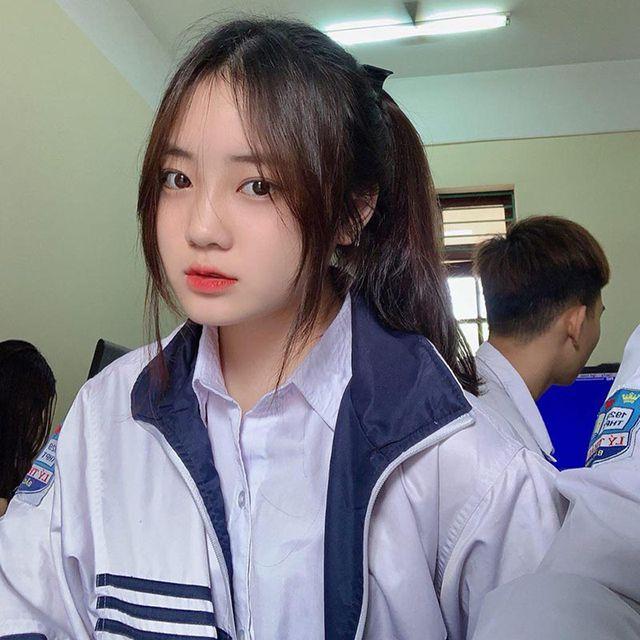 Nữ sinh Bắc Ninh mặc đồng phục hút ánh nhìn vì nhan sắc khả ái - Hình 1