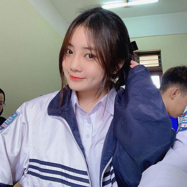 Nữ sinh Bắc Ninh mặc đồng phục hút ánh nhìn vì nhan sắc khả ái - Hình 2