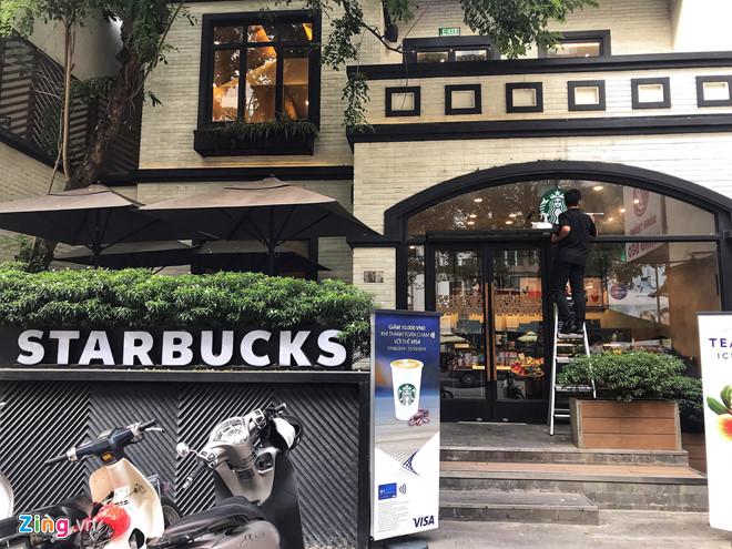 Starbucks mở cửa trở lại sau 4 ngày tạm đóng vì ô nhiễm nguồn nước - Hình 1