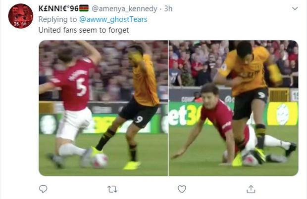 Van Dijk trượt té, CĐV Liverpool chúc mừng: Man Utd vô địch - Hình 9