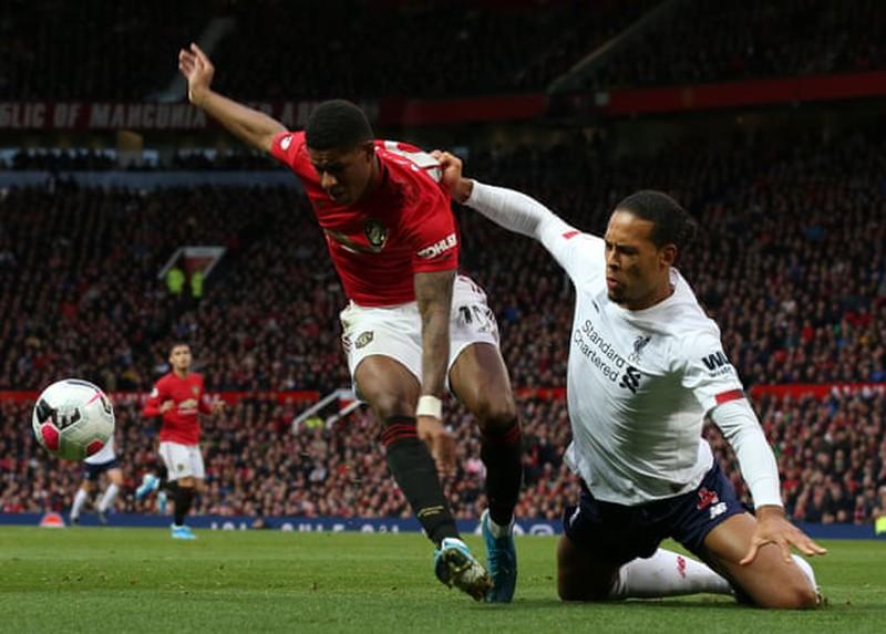 VAR giúp MU chặn đứng chuỗi trận toàn thắng của Liverpool - Hình 2