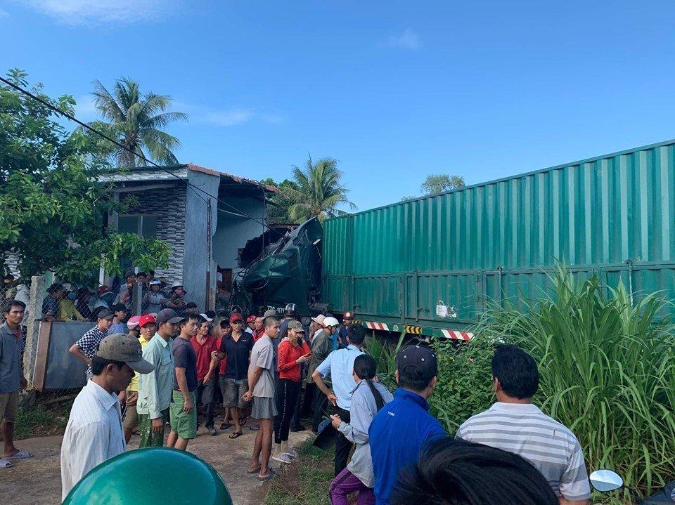Xe container đâm sập nhà dân, một người tử vong tại chỗ - Hình 1