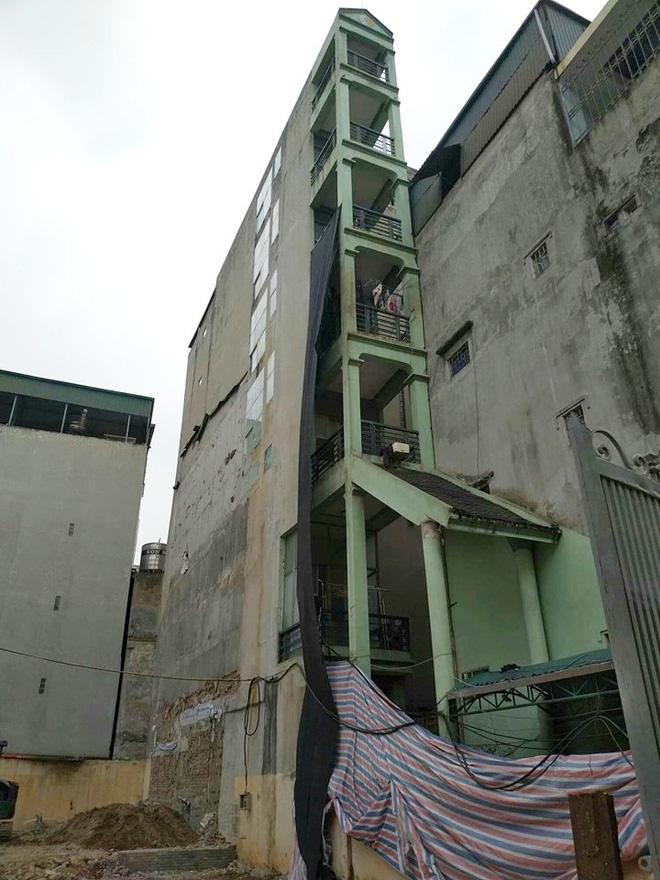 Xôn xao hình ảnh căn nhà 7 tầng mỏng như lưỡi dao với chiều ngang chỉ 1,5 mét - Hình 1