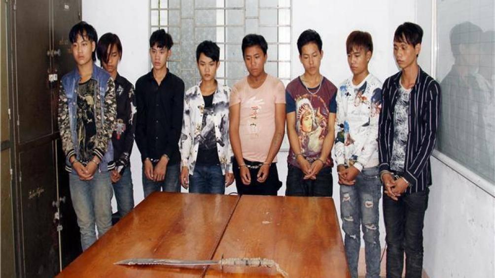 8 thanh niên 10X vác đao, chặn xe cướp tài sản của người đi đường - Hình 1