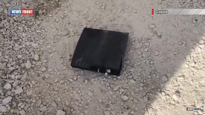 Bất ngờ với các vật dụng lính Mỹ bỏ lại sau khi rời căn cứ Syria - Hình 2