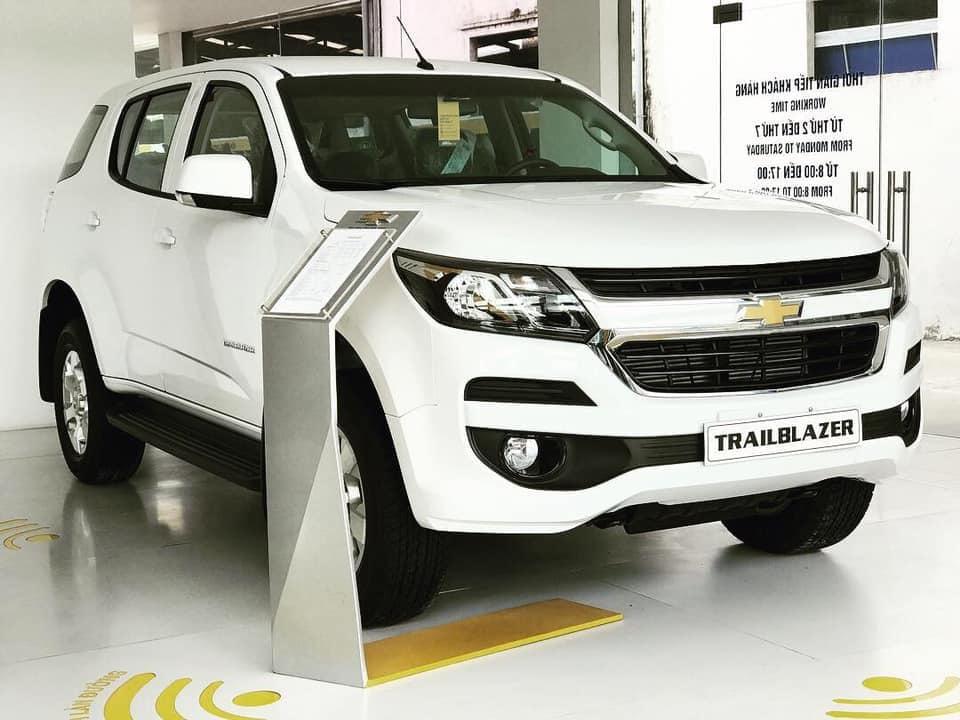 Cuối tháng 10, giá ô tô giảm sâu nhất đến 200 triệu đồng - Hình 2