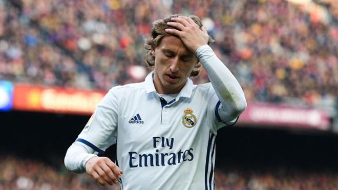 Luka Modric là đương kim Quả bóng vàng sa sút nhất - Hình 1