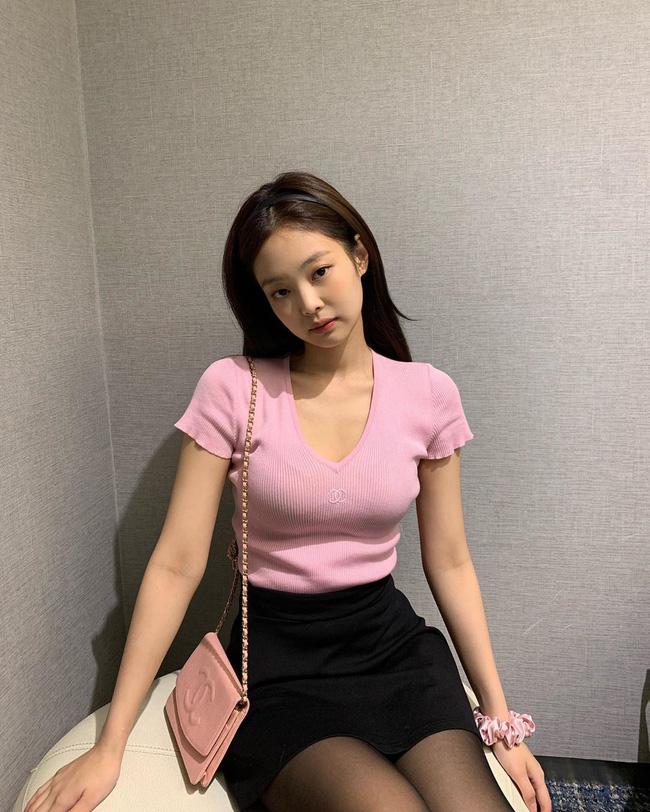 Mấy nàng thích mặc đẹp sao có thể làm ngơ trước 12 cách diện chân váy xinh nức nở này của sao Hàn? - Hình 4