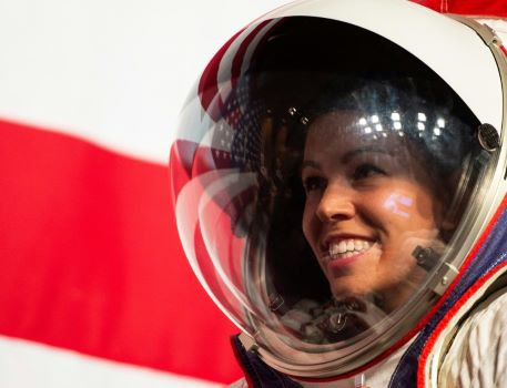 NASA ra mắt trang phục không gian giúp phi hành gia đi lại thoải mái trên Mặt Trăng - Hình 2