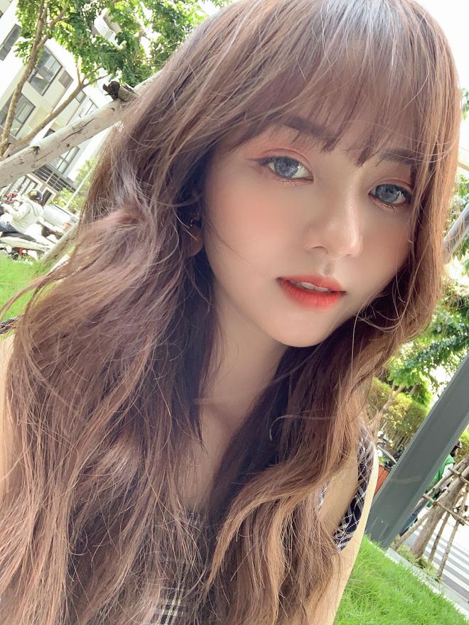 Nữ sinh Sài Gòn bất ngờ gây bão mạng xã hội bởi vẻ đẹp trong trẻo, truy info hóa ra là hotgirl IT năm nào - Hình 2