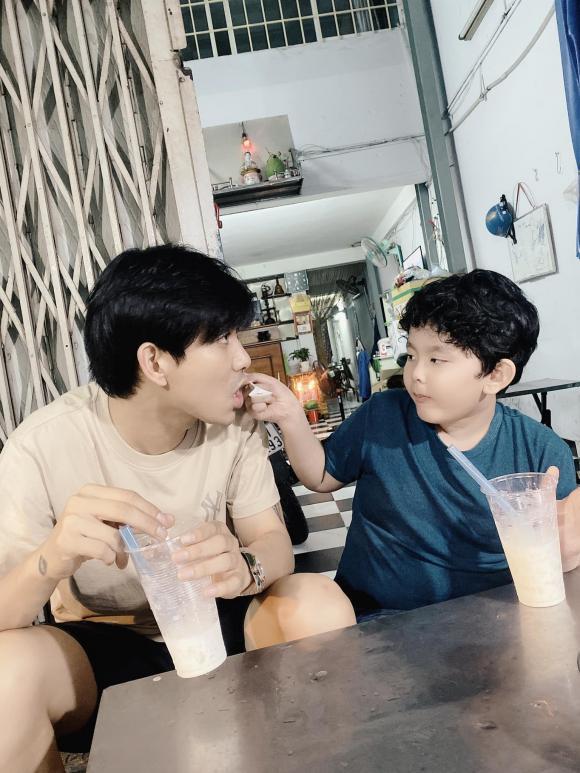 Tim đăng ảnh hạnh phúc bên con trai, dân mạng lập tức khẳng định: Thiếu Quỳnh Anh nữa thì bức ảnh sẽ hoàn hảo hơn - Hình 1