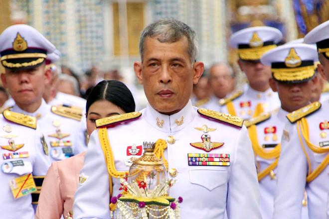 Vua Thái sa thải cận vệ hoàng gia sau khi phế truất hoàng quý phi - Hình 1