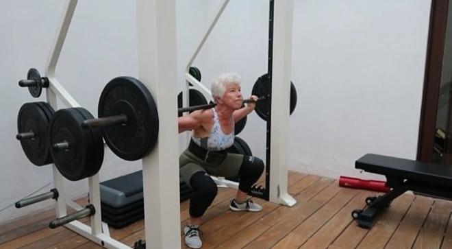 Bà cụ 73 tuổi tập gym giảm 25 kg - Hình 1
