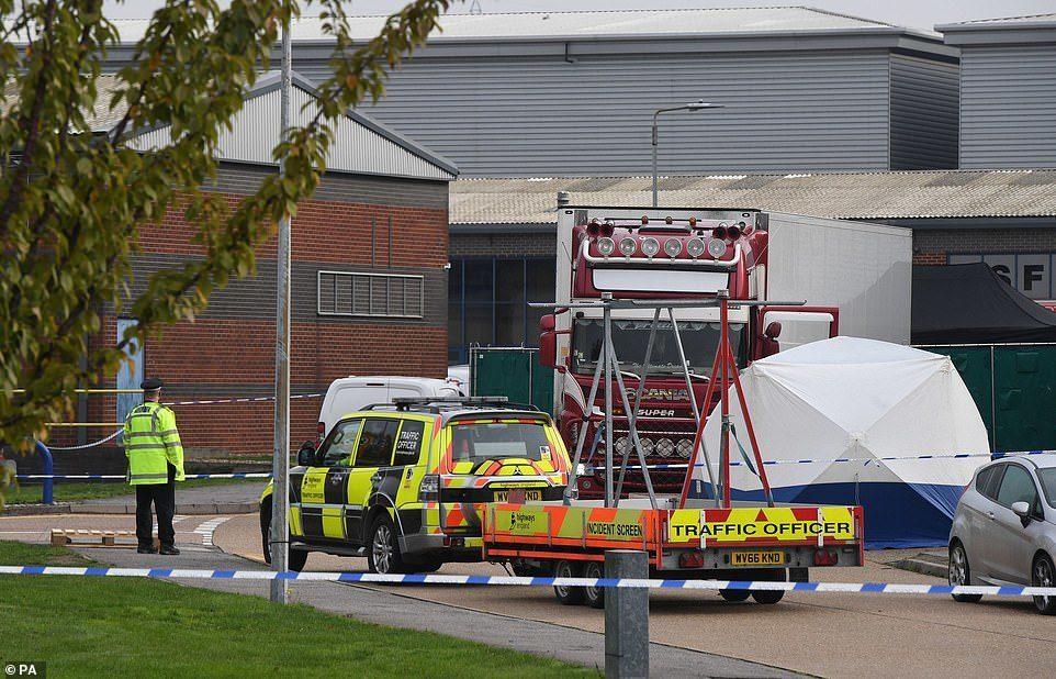 Chùm ảnh: Chiếc xe tải chở 39 xác người được phát hiện ở Anh - Hình 3
