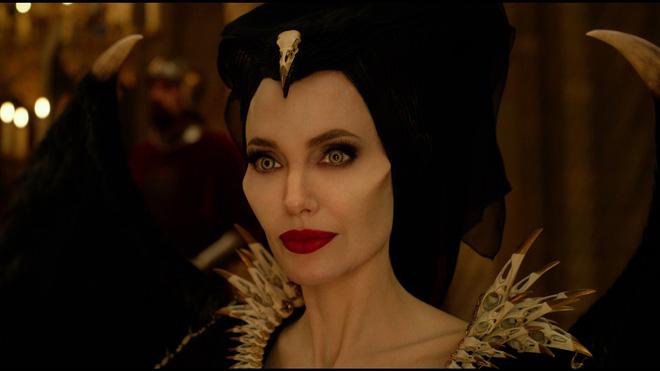 Có chị đại Angelina Jolie xinh như mộng, được Disney đầu tư nửa tỉ đô nhưng Maleficent 2 vẫn lỗ sấp mặt? - Hình 1
