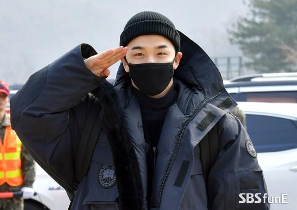 Hơn 2000 fan dự định đến buổi xuất ngũ G-Dragon, Knet liên tục cười cợt chỉ trích: Taeyang mới xứng đáng - Hình 2