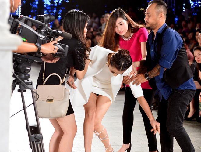 Mỹ nhân Việt ghi điểm với hành động đẹp, cứu đồng nghiệp trên sàn diễn thời trang - Hình 10