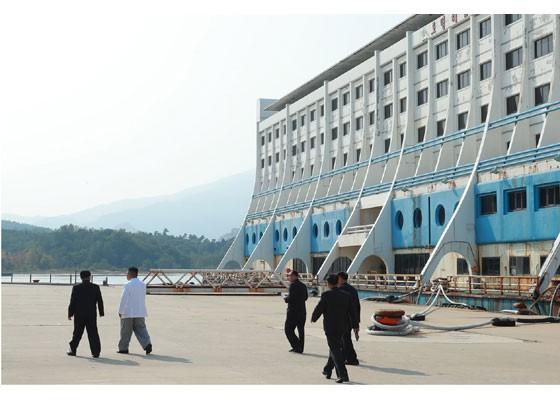 Phu nhân ông Kim Jong-un thăm núi thiêng Kim Cương sau 4 tháng ẩn mình - Hình 2