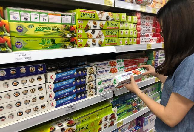Sử dụng màng bọc thực phẩm không đúng cách có thể gây hại - Hình 2