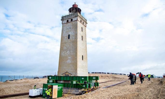 Thần đèn dời ngọn hải đăng 120 tuổi - Hình 2