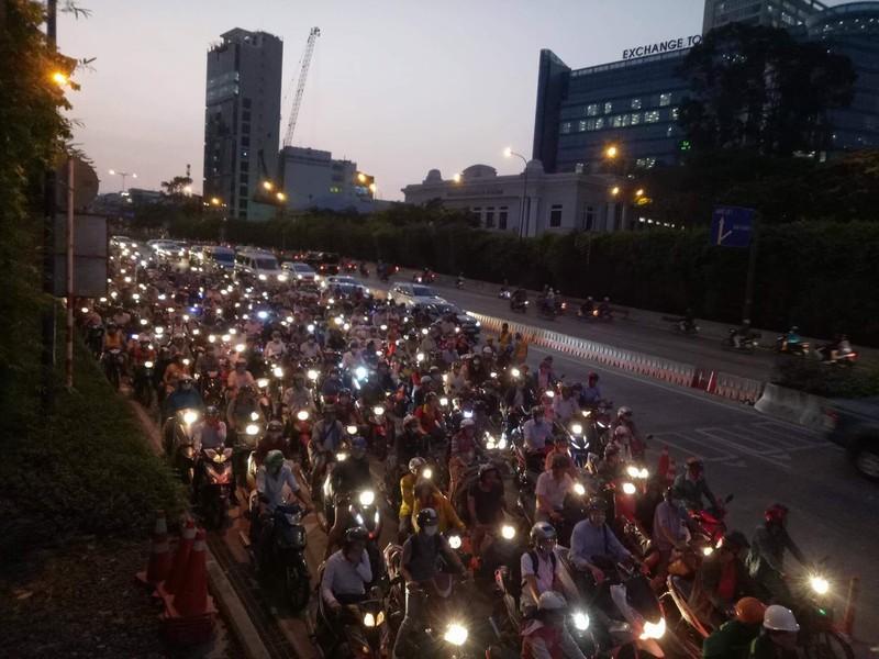 Vì sao hầm sông Sài Gòn ngưng lưu thông? - Hình 1