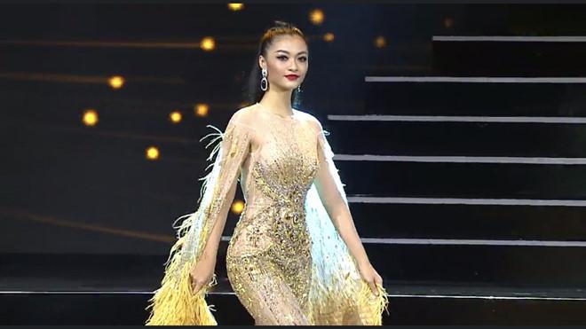 Á hậu Kiều Loan diễn bikini và trang phục dạ hội ở đêm thi bán kết - Hình 1