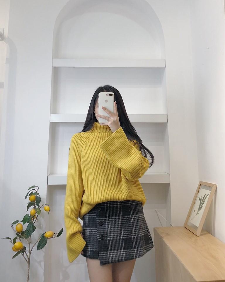 Mix áo len cổ lọ với chân váy siêu xinh, siêu năng động - Hình 4