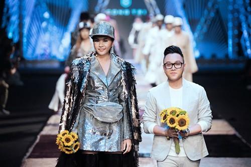 Hai ông hoàng thời trang Việt mở màn cho Tuần lễ Thời trang Quốc tế Việt Nam - Hình 1