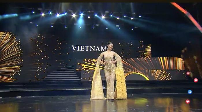 HOT showbiz: Bỏng mắt ngắm Á hậu Kiều Loan, Thủy Tiên mặc bikini gợi cảm - Hình 1