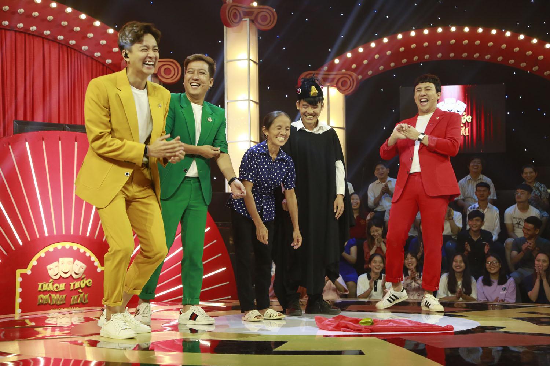 Mặc tranh cãi, bà Tân với mánh siêu to khổng lồ giành vé vào gala chung kết Thách thức danh hài - Hình 2
