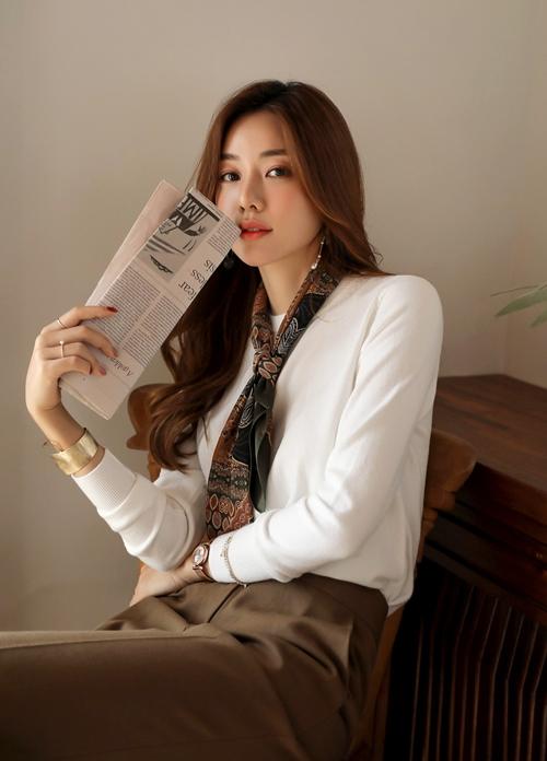 Mẹo chọn và mặc áo len chuẩn chỉnh cho nữ công sở - Hình 8
