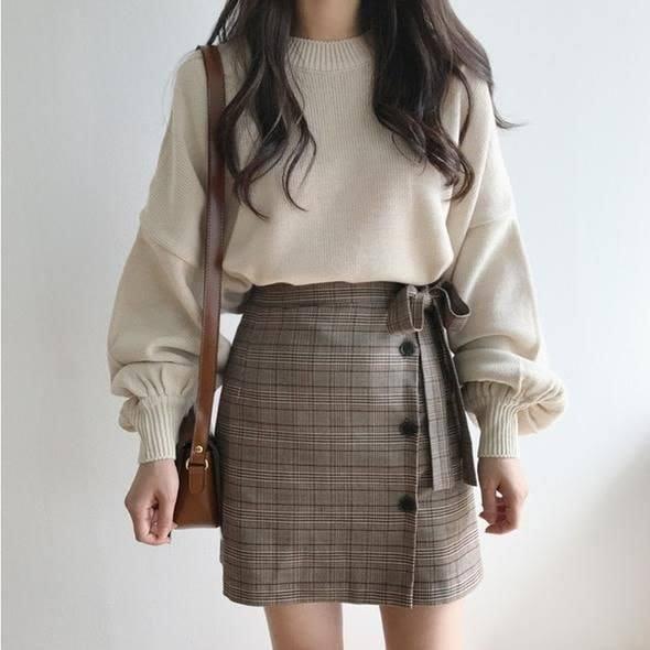 Ngọt ngào và năng động với cách mix áo len với chân váy chữ A dáng ngắn - Hình 4