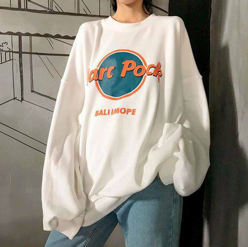 Quần jeans áo nỉ, áo hoodie - sự kết hợp cho các cô nàng cá tính - Hình 1