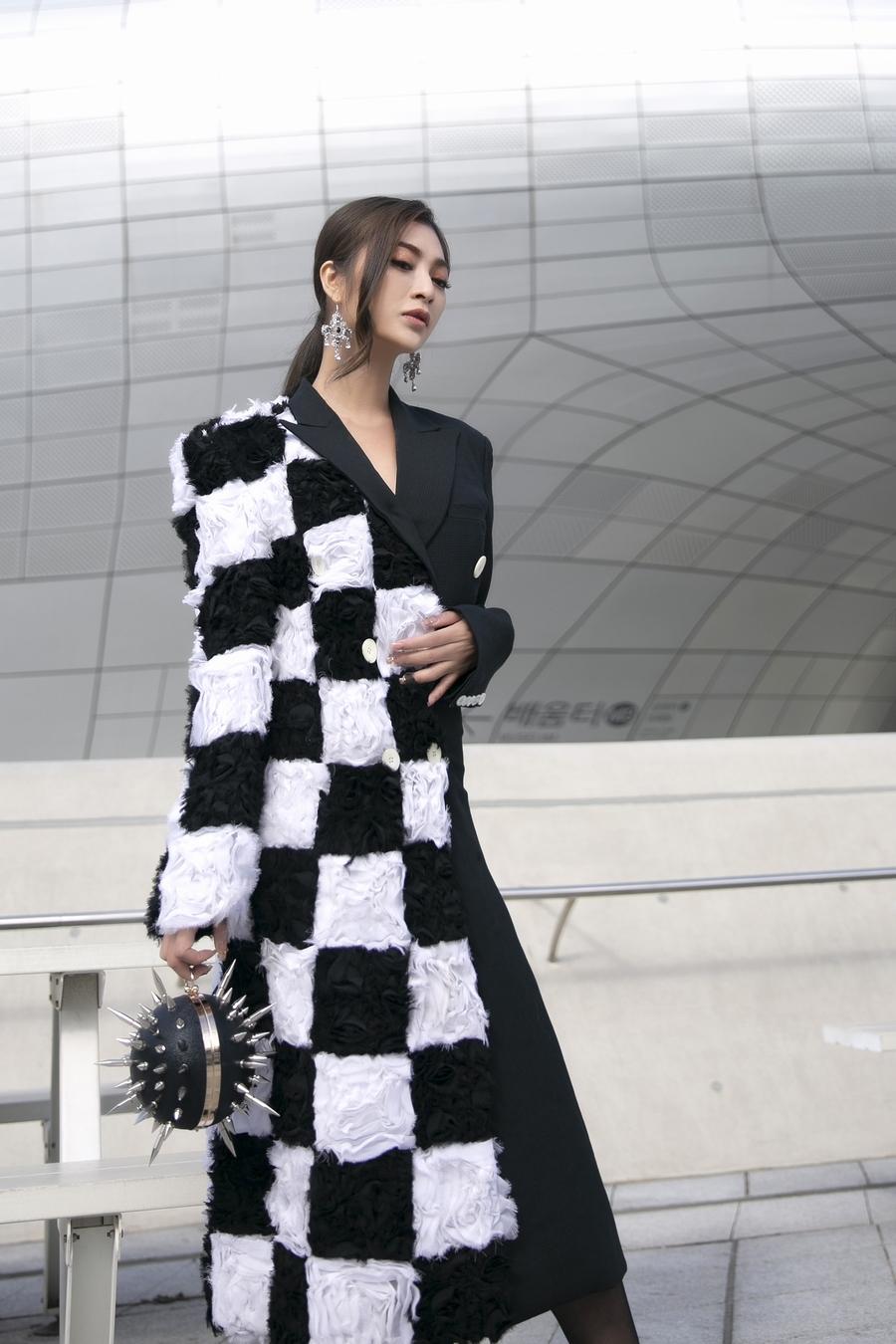 Thanh Trúc hiếm hoi diện nguyên cây hàng hiệu xuất hiện tại Seoul Fashion Week 2019 - Hình 11