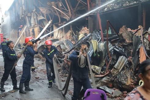 Thiệt hại hơn trăm tỷ sau vụ cháy, Công ty Rạng Đông vẫn công bố lãi lớn - Hình 1