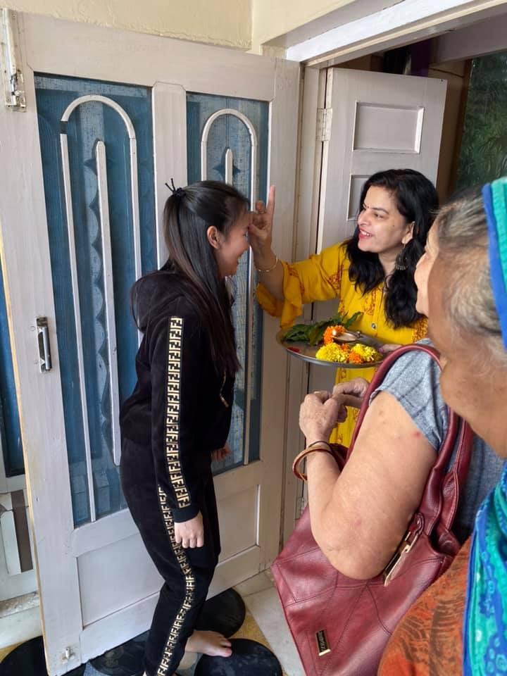 Võ Hạ Trâm lần đầu về quê chồng, được đón tiếp theo phong tục Ấn Độ - Hình 1