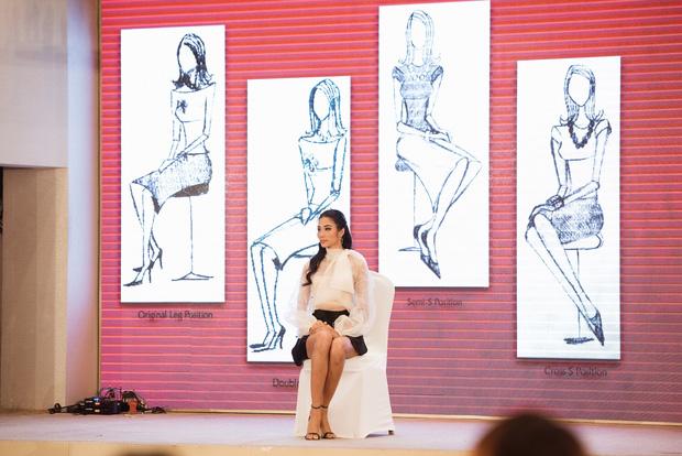 Hoàng Thùy xuất hiện, Thúy Vân, Hương Ly cùng dàn thí sinh Hoa hậu Hoàn vũ VN đồng loạt bật khóc - Hình 1