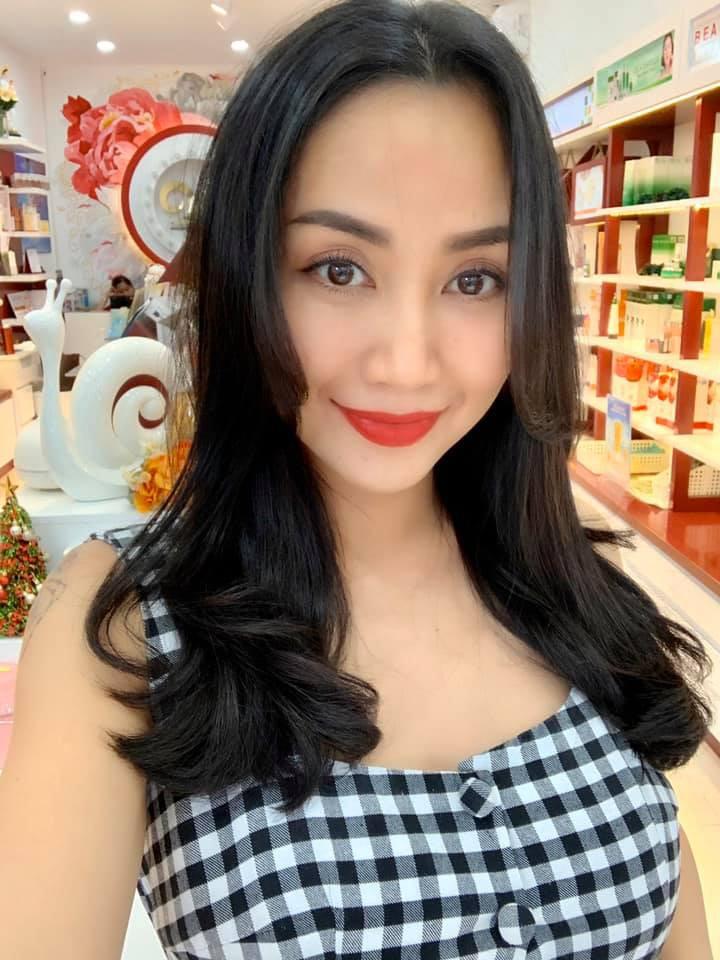 Học bí quyết giữ nhan sắc trẻ trung của Ốc Thanh Vân ở tuổi U40 - Hình 3
