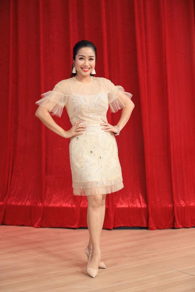 Học bí quyết giữ nhan sắc trẻ trung của Ốc Thanh Vân ở tuổi U40 - Hình 8