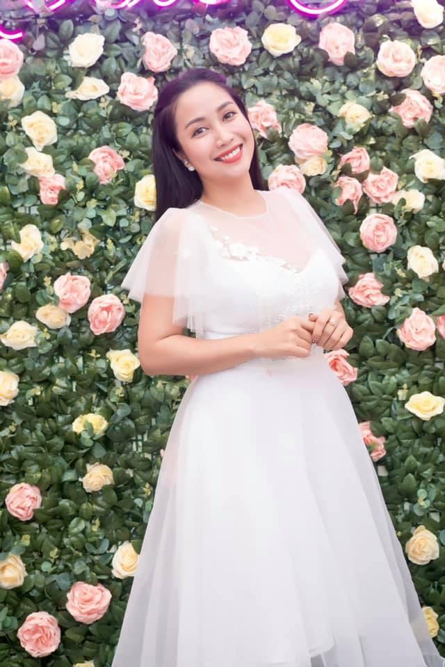 Học bí quyết giữ nhan sắc trẻ trung của Ốc Thanh Vân ở tuổi U40 - Hình 2