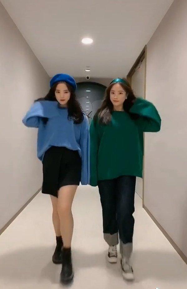 Khéo như cặp sinh đôi Hàn Quốc, cứ khoác đồ lên là thân hình ngấn mỡ như tàng hình - Hình 5