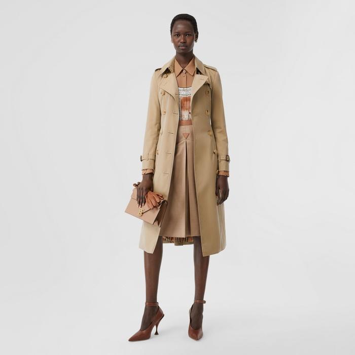 Burberry bán áo khoác lù xù như đuôi cá với giá gần 100 triệu VNĐ - Hình 2