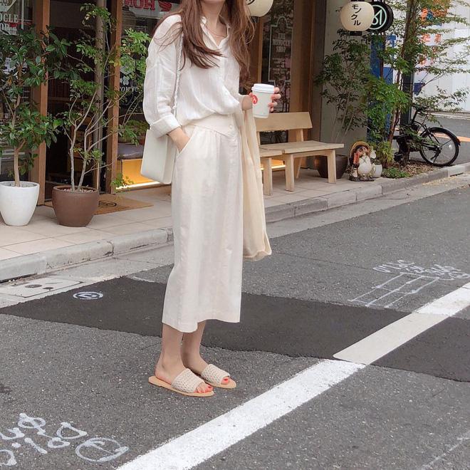 Cẩm nang mix đồ với chân váy dài: 8 công thức giúp bạn lên hương phong cách, ngày nào cũng được khen mặc đẹp - Hình 25